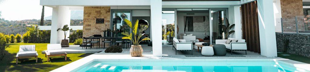 extérieur d'une maison avec piscine