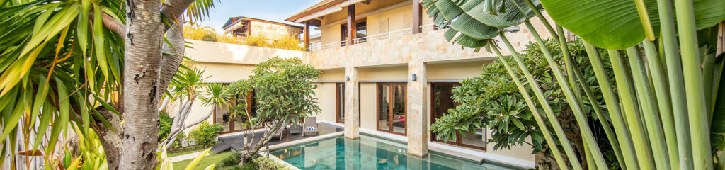 jardin d'une villa avec piscine