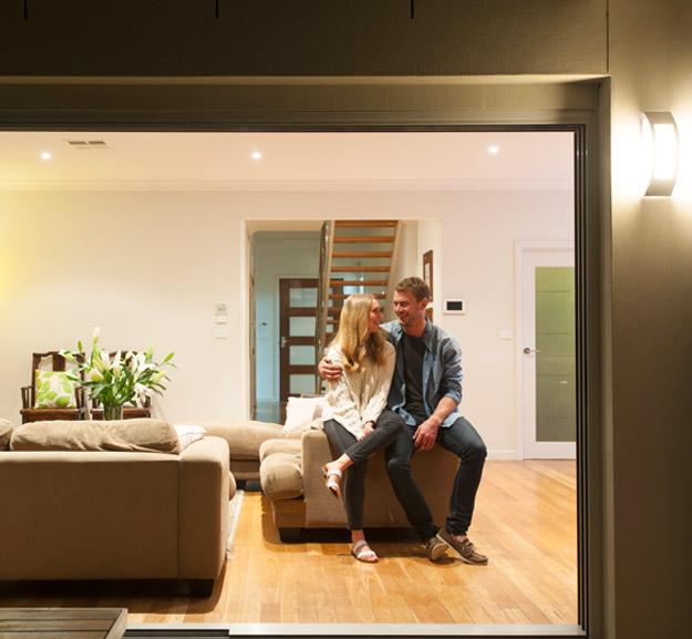 couple dans une maison connecté