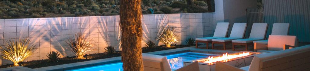 terrasse éclairée avec piscine