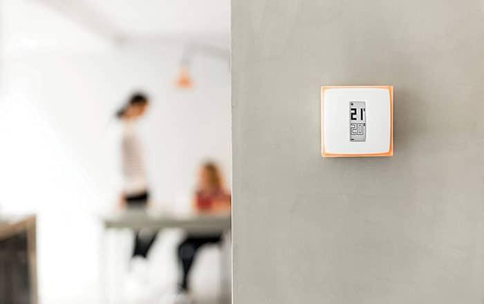 thermostat installé dans une maison